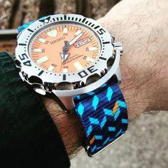 Seiko Orange Monster with Ocean Chevron Nato strap (Photo by Patrick Kansa) Seiko Marinemaster, Seiko Monster, Gentleman Watch, Seiko Diver, Nato Strap, Seiko Watches, Cool Watches, Chevron, Bracelet Watch