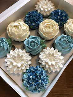 Tiffany Blue Cupcakes, Blue Wedding Cupcakes, Floral Cupcakes, Elegant Cupcakes, Cake Decorating Techniques, Cake Decorating Tips, Baby Shower Cupcakes, Shower Cakes, Buttercream Cupcakes