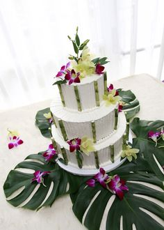 There are elements of this cake I really like, the simplicity is beautiful