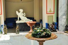 Atrium du Pavillon Tsarine - Île Tsarine - Parc Kolonistsky - Peterhof - Construit de 1841 à 1844 par ordre de Nicolas Ier pour son épouse par l'architecte Andreï Stackenschneider - Sculpture de Psyché.