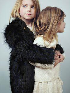 chloe childrenswear looks from Fall Winter 2015 black faux fur Fashion Kids, Little Fashion, Trendy Kids, Stylish Kids, Amusement Enfants, Kids Cast, Chloe Kids, 3 Kids, Children