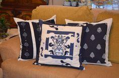 Sugestão de coordenação de uso das nossas almofadas brancas e azuis. <br>Vendidas separadamente.