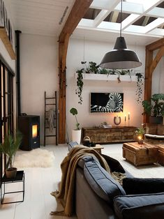 Inspiration from interior and exterior design. I select and post the interiors that make me want to live in that room. Home Living Room, Living Room Decor, Living Spaces, Living Room Inspiration, Interior Inspiration, Interior Design Living Room, Living Room Designs, Appartement Design, Home And Deco