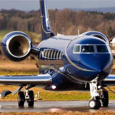 Beautiful G650 Paint scheme. Jets Privés De Luxe, Luxury Jets, Luxury Private Jets, Private Plane, Luxury Yachts, Avion Cargo, Helicopter Cockpit, Luxury Helicopter, Avion Jet