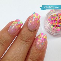 dotted glitter gradient with round pastel glitters on gel base/top Fancy Nails, Trendy Nails, Diy Nails, Fabulous Nails, Gorgeous Nails, Cute Nail Art, Cute Nails, Nagellack Design, Confetti Nails