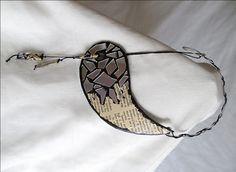 Collana cartone di riciclo/Girocollo modellabile/Collana alluminio/Regalo x lei fatto a mano/Girocollo riciclo carta cartone e cd/Eco bijoux di FioreLunaEcoDeco su Etsy