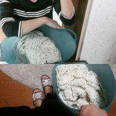 어디 한번 세탁해볼까.  두근두근.. Let's wash  motif blanket #crochetblanket #첫세탁 #wash #motifblanket #firstwash #뜨개스타그램 #뜨개블랭킷 by limpid_water