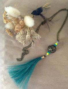 Sautoir bronze et pompon crin de cheval bleu canard via Un P'tit Crin de Folie. Click on the image to see more!