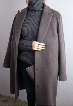 Col roulé Loose gris + manteau taupe