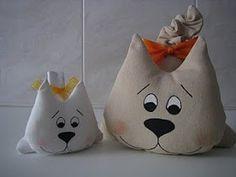 Este es el gato del famoso escultor-pintor Romero Britto                     ... Cat Toys, Crochet, Baby Shoes, Sewing, How To Make, Blog, Animals, Couture, House