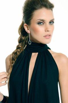 Um dos modelos que estarão em alta no verão 2012, sem dúvida são as blusinhas frente única, afinal, esse modelo de roupa é ideal para os dias mais