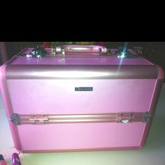 Sephora Metro Train Case in Pink.. Best makeup storage ever!!! I def. recommend it :)