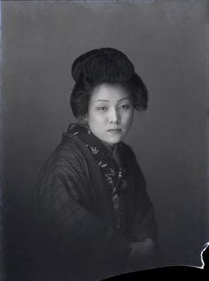 Japanese Lady. Glass negative, 1920's (Source: tokyogaz)