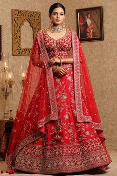 Indian Bride Dresses, Indian Bridal Outfits, Indian Designer Outfits, Bridal Lehenga Online, Indian Bridal Lehenga, Lehenga For Girls, Wedding Lehenga Designs, Party Wear Lehenga, Saree Blouse Designs