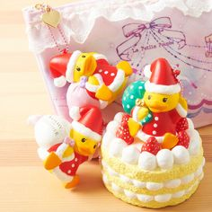 Sammy the Patissier, an adorable duck who loves to bake delectable treats, is all dressed up for Christmas in a cute Santa Claus outfit. He is available in three versions––green, pink, and white––each of which pair wonderfully with the squishy Christmas cake charm. Enjoy a piece of Japan's kawaii culture wherever you go with this adorable charm accessory.