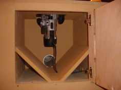 Router table dust collection in 2020 Awesome Woodworking Ideas, Cool Woodworking Projects, Woodworking Workbench, Woodworking Workshop, Woodworking Techniques, Woodworking Furniture, Woodworking Shop, Diy Router Table, Router Table Plans