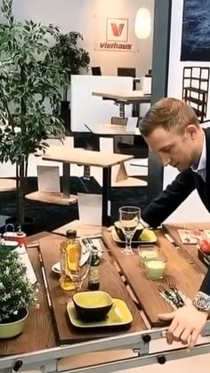 Wood Table - Best Picture For fence design For Your Taste Y - Folding Furniture, Smart Furniture, Space Saving Furniture, Multipurpose Furniture, Diy Furniture Videos, Diy Furniture Plans, Home Decor Furniture, Diy Home Decor, Furniture Stores