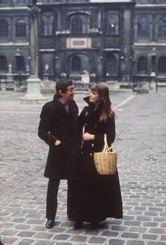 Serge Gainsbourg and Jane Birkin in the courtyard of the French National College of Fine Arts, Paris 1970