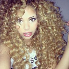 blonde curls, hair color, I want this hair color Weave Hairstyles, Cool Hairstyles, Curly Hair Styles, Natural Hair Styles, Full Lace Front Wigs, Blonde Curls, Curls Hair, Blonde Tips, Messy Hair