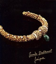 A single uncut emerald drops elegantly from sonorous, concrete floral molds with tenuously embedded diamonds, suited for a nouveau riche lady on any given occasion. - By Sunita S Royal Jewelry, India Jewelry, Jewelry Sets, Gold Jewelry, Jewelery, Mughal Jewelry, Gold Necklaces, Temple Jewellery, Indian Wedding Jewelry