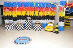 Personalização de festa infantil com o tema: Carros