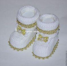 Для новорожденных, ручной работы. Ярмарка Мастеров - ручная работа. Купить пинеткки праздничные. Handmade. Белый, пинетки, пинетки для новорожденных Knit Baby Dress, Crochet Baby Booties, Crochet Patterns For Beginners, Baby Knitting Patterns, Baby Bootees, Knitted Booties, Baby Warmer, Baby Socks, Baby Kind