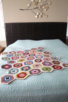 looks like grandmother's flower garden except it's not a quilt! love it!