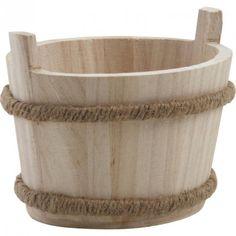 Cette authentique corbeille en bois créée une ambiance chaleureuse dans votre maison ! Sa finition en jute souligne son style campagne. Différents usages peuvent lui être attribués, notamment comme contenant dans votre cuisine ou votre salle de bain, en plus d'être un magnifique objet décoratif ! Dimensions : 15 x 11 x 9