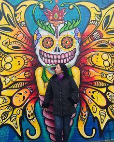 Enquanto isso em Nova York fazemos um tour diferente pelo bairro do Queens. Nossa guia aí na foto uma mulher inspiradora e símbolo do empoderamento feminino: @ladypinknyc primeira grafiteira da cidade!! Ela que começou a desenhar nas paredes deste bairro no fim dos anos 70 conta pra Glamour suas inspirações (Bansky ainda é seu artista favorito) e nos leva a uma incrível aula de grafite - mostramos tudo no Stories! #glamouremny #deixesuamarca #marknyctour  via GLAMOUR BRASIL MAGAZINE OFFICIAL…