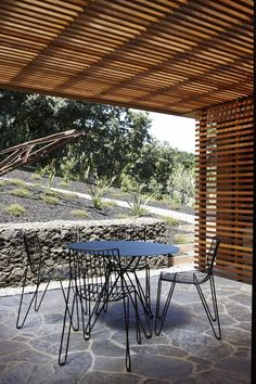This modern beach house by Herbst Architects is a stunning structure fit for coastal living. The feel of the house connects to nature on a material basis. Design Hotel, House Design, Timber Battens, Timber Cladding, Pergola Carport, Seattle Homes, Mid Century House, Architect Design, Coastal Living
