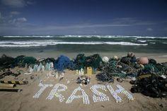 Defending Our Oceans Tour - Hawaii Trash. Photographer: Greenpeace / Alex Hofford