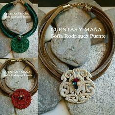 Gargantillas de cordón de terciopelo y colgante de piedra tallada #cuentasymaña #handmade #collares #madewithlove #boho