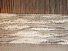 Sweet Annie Woods -- Weaving with a thick and thin cotton yarn in the weft on a carpet warp cotton -- interesting. Weaving Textiles, Weaving Art, Weaving Patterns, Tapestry Weaving, Loom Weaving, Hand Weaving, Diy Tricot Crochet, Art Du Fil, Textile Texture