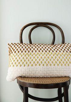 A knitted handbag with Knitting Needles, Popcorn, Designer, Tote Bag, Interior, Bags, Blankets, Diy, Mandarin Oranges