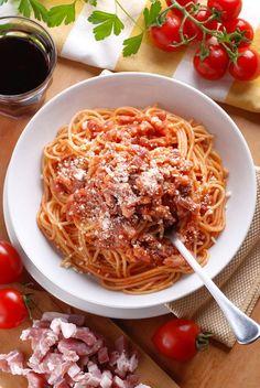 Spaghettis al amatriciana Pasta Sauces, Pasta Dishes, Mango Salad, Spaghetti Sauce, Salad Dressing, Slow Cooker Recipes, Italian Recipes, Food Porn, Gnocchi