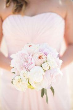 Wedding Bouquets :     Picture    Description  Romantic Chicago River Wedding: www.stylemepretty… | Photography: Christina G – cristinagphoto.com/