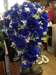 My huuuuuge bouquet. #flowers #roses #blue roses #weddings #bouquet