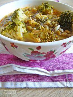 Potage de lentilles et brocolis / La cuisine de Rosa Cheeseburger Chowder, Food, Sprouts, Recipe, Lentils, Kitchens, Essen, Meals, Yemek