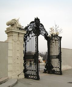 details of yesterdays craftsmanship Hijab coque iphone 7 hijab Front Gates, Entrance Gates, Grand Entrance, Gate Design, House Design, Hotel Gast, Wrought Iron Gates, Door Gate, Iron Doors