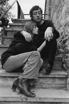 Jane Birkin and Serge Gainsbourg in Woodstock, England, 1969 Photo credit: Getty Images Charlotte Gainsbourg, Serge Gainsbourg, Gainsbourg Birkin, Estilo Jane Birkin, Jane Birkin Style, Look Vintage, Vintage Vogue, Vintage Fashion, Vintage 70s