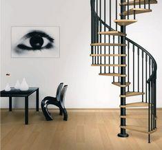 escaleras de caracol con peldaños de madera