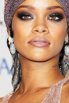 Rihanna Makeups | Tutorial https://www.youtube.com/watch?v=4hhbW02ybzE&list=WL&index=45