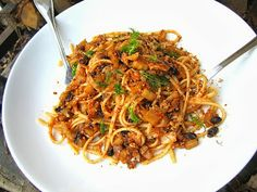 Pasta con Sarde - A traditional Sicilian pasta dish made with sardines, fennel and raisins