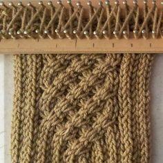 Aquí les dejo el gráfico de la bufanda con trenzas o cables que haremos, es la del perfil que tanto me han pedido.         Bufanda enrrejada...