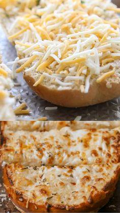 Cheesy Garlic Bread, Good Food, Yummy Food, Italian Dishes, Scones, Side Dish, Bread Recipes, Breads, Rolls