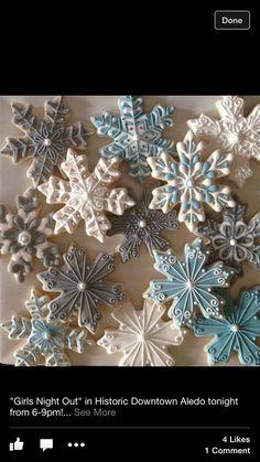 Cookies Decorated Ideas Snowflake Ideas For 2019 Christmas Sugar Cookies, Christmas Sweets, Christmas Cooking, Noel Christmas, Holiday Cookies, Gingerbread Cookies, Christmas Fireplace, Fancy Cookies, Iced Cookies