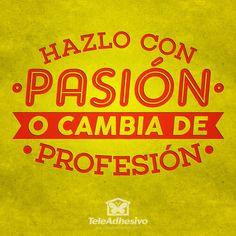 """Vinilo decorativo tipográfico de la frase célebre motivadora """"Hazlo con pasión o cambia de profesión"""""""