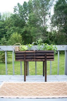 Use two standard wooden crates to create this fun Modern Raised Crate Planter that you can fill with plants, flowers, herbs or veggies! Wooden Crates Planters, Diy Wooden Crate, Raised Planter, Raised Garden Beds, Garden Boxes, Garden Ideas, Backyard Ideas, Gardening For Dummies, Herb Planters