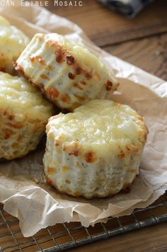 Afternoon tea scones are a quintessential part of British culture. Learn how to make the best scones using some of our favorite tried and tested scone recipe, and how to serve them with a lovely cu… Cheese Scones, Savory Scones, Bread Recipes, Cooking Recipes, Scone Recipes, Brunch, Fresh Bread, Snacks, Afternoon Tea