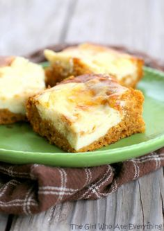 Pumpkin Cream Cheese Bars | The Girl Who Ate Everything #foods #recipes